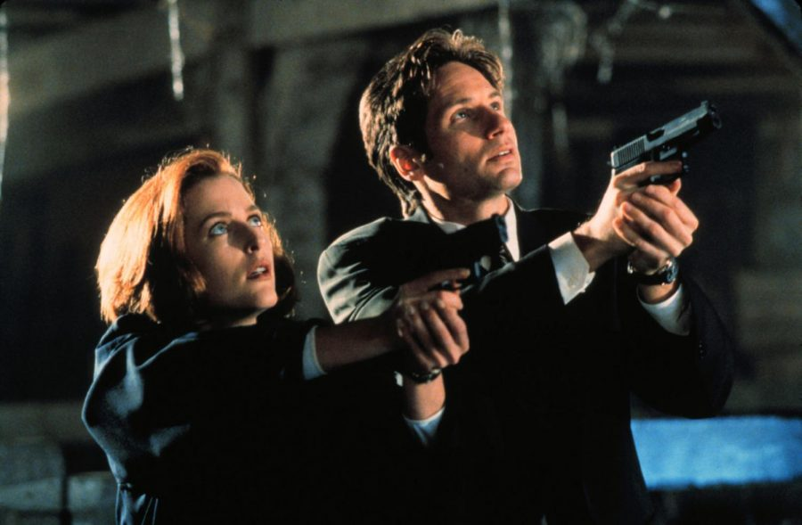Gillian+Anderson+%28left%29+and+David+Duchovny+star+in+The+X-Files+%281993-2018%29+as+special+agents+Dana+Scully+and+Fox+Mulder.